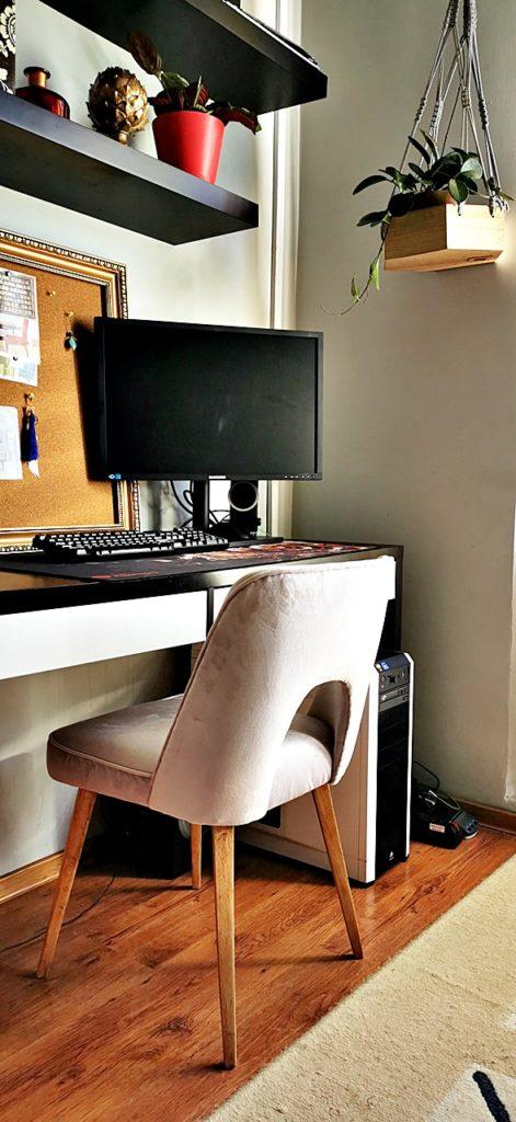 krzeslo tapicerowane muszelka 1 471x1024 - KRZESŁO PRL - EFEKTOWNA METAMORFOZA MUSZELKI